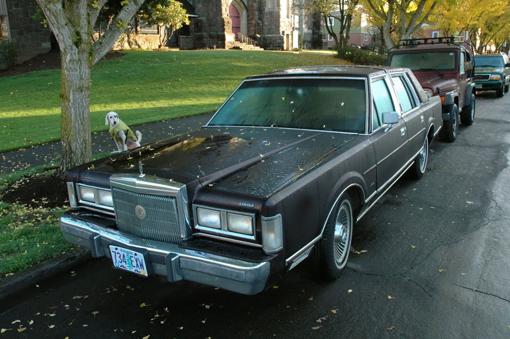 Old Parked Cars 1988 Lincoln Town Car