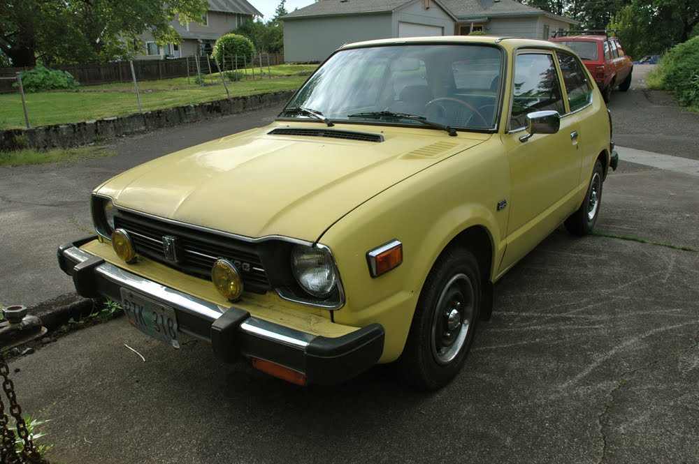 OLD PARKED CARS.: 1978 Honda Civic.