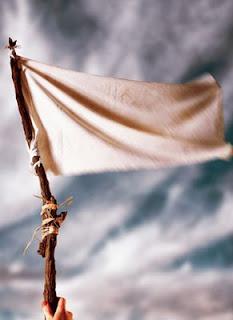 Resultado de imagen para levantando bandera en lo alto