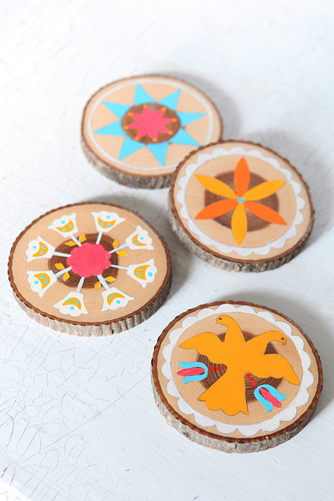 34 Wood Slice Home Décor Ideas: Craft Tutorials Galore At Crafter-holic!: Log Slice Coasters