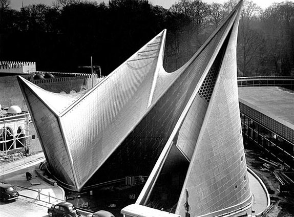Le Corbusier, Phillips Pavilion at the World's Fair in Brussels, 1958 ©FLC, Paris and DACS, London 2009
