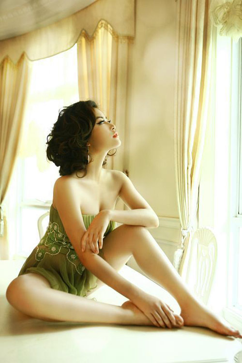 Vietnamese actress: Hoang Thuy Linh