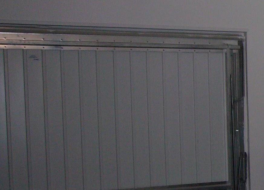 isoler une porte de garage. Black Bedroom Furniture Sets. Home Design Ideas