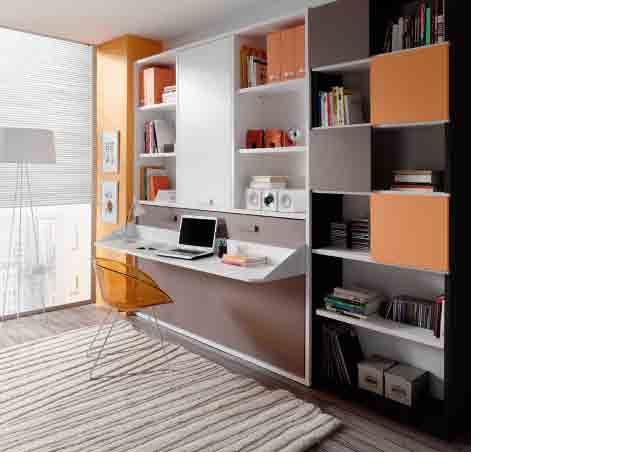 si lo que necesitamos es espacio podemos optar por una cama abatible como esta que tiene una estanteria y puerta encima y mesa de estudio incorporada