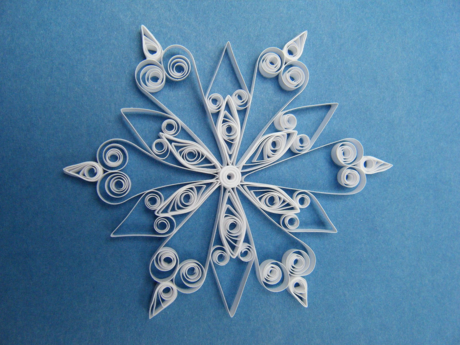 Quilliance Quilled Snowflake border=