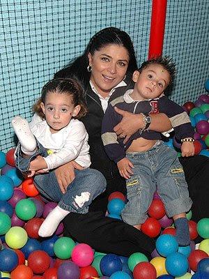 Feliz día de la Madre a nuestras Mamis actrices | 300 x 400 jpeg 56kB