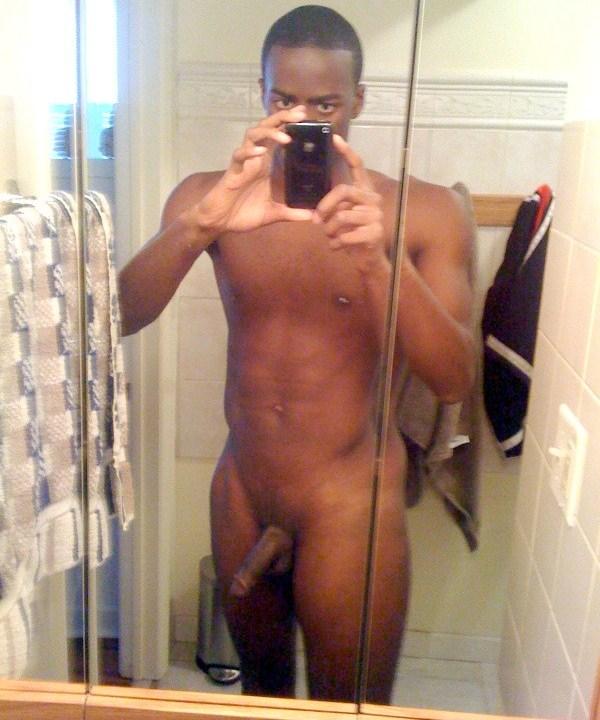 naked-black-guy-self-pic-ameture