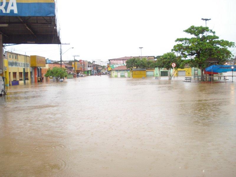 Cidade de Dom Pedro alagada, a Controladoria Geral da União (CGU) constatou superfaturamento e sobrepreço em obras públicas de pelo menos dez cidades do Nordeste que, entre 2008 e 2010, receberam verbas da União para reconstrução após tragédias.