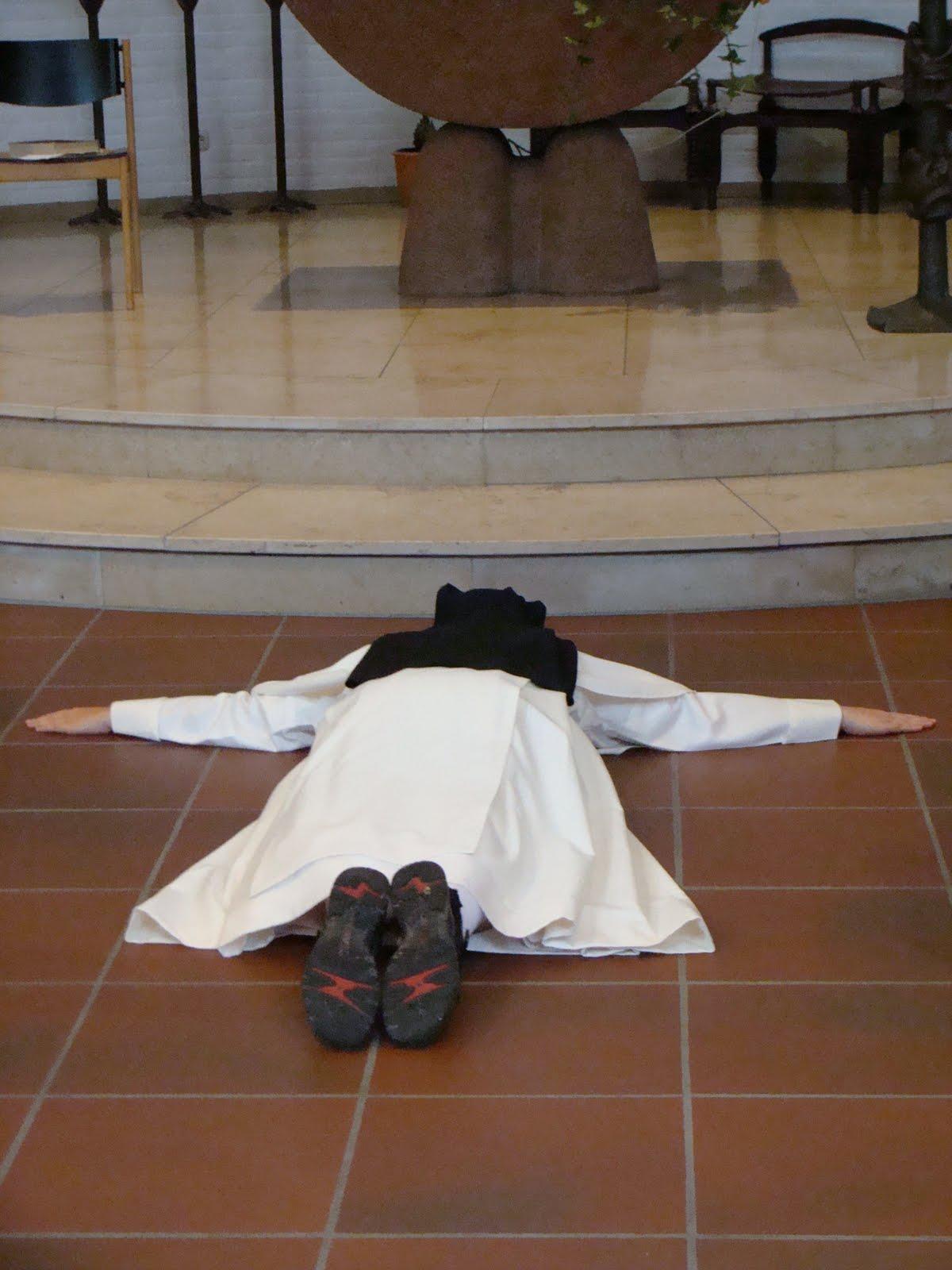 Bethanien Bloggt Einmal Im Leben In Der Kirche Auf Dem Boden Liegen