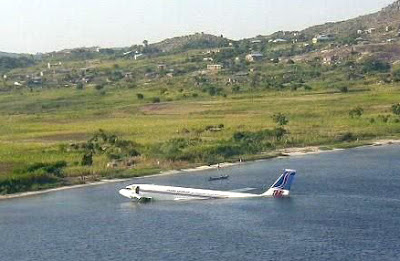 again this airplane too landed in water