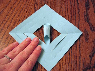 Make Three-Dimensional Snowflakes With Paper (7) 5