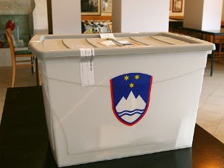 Ballot Boxes And Electronic Voting Machines From All Over The World (27) 7