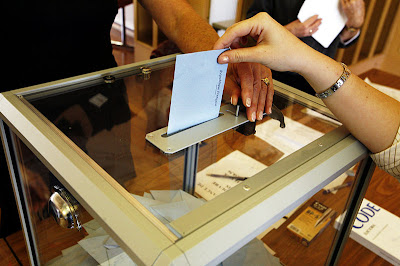 Ballot Boxes And Electronic Voting Machines From All Over The World (27) 10