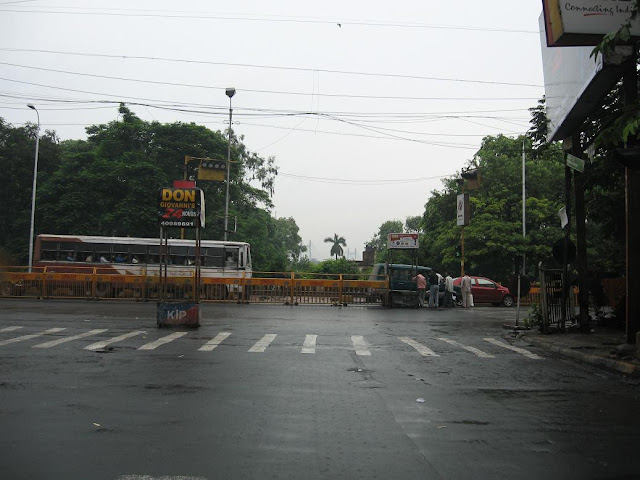 Little Russel Street - Chowringee Crossing