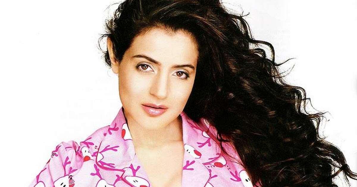 Bollywood Actresses In Maxim: Amisha Patel Maxim Scans
