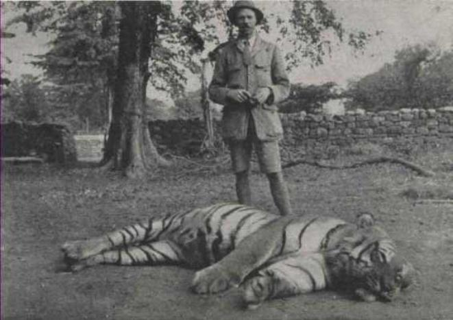 Jim-Corbett-with-slain-maneater.jpg