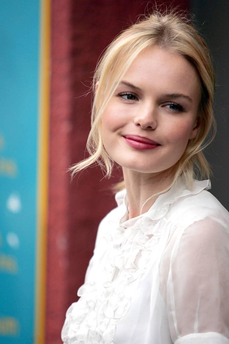 Ladies In Satin Blouses: Kate Bosworth