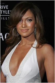 Jennifer Lopez Parts Ways With Manager