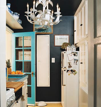 The Estate of Things chooses Black Wall Paint - image found on Habitually Chic