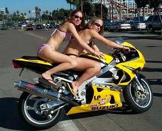 Mulher de moto, mulher sensual na moto, gostosa em moto, Mulher semi nua em moto, biker babe, sexy on bike, sexy on motorcycle, babes on bike, ragazza in moto, donna calda in moto,femme chaude sur la moto,mujer caliente en motocicleta, chica en moto, heiße Frau auf dem Motorrad
