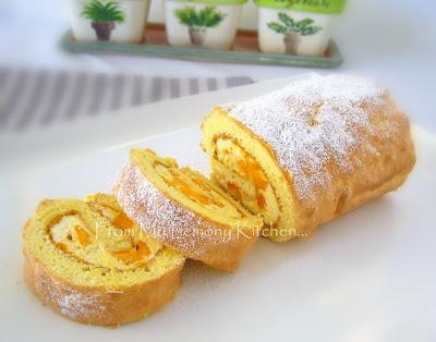 Swissroll with Fresh Cream and Mango