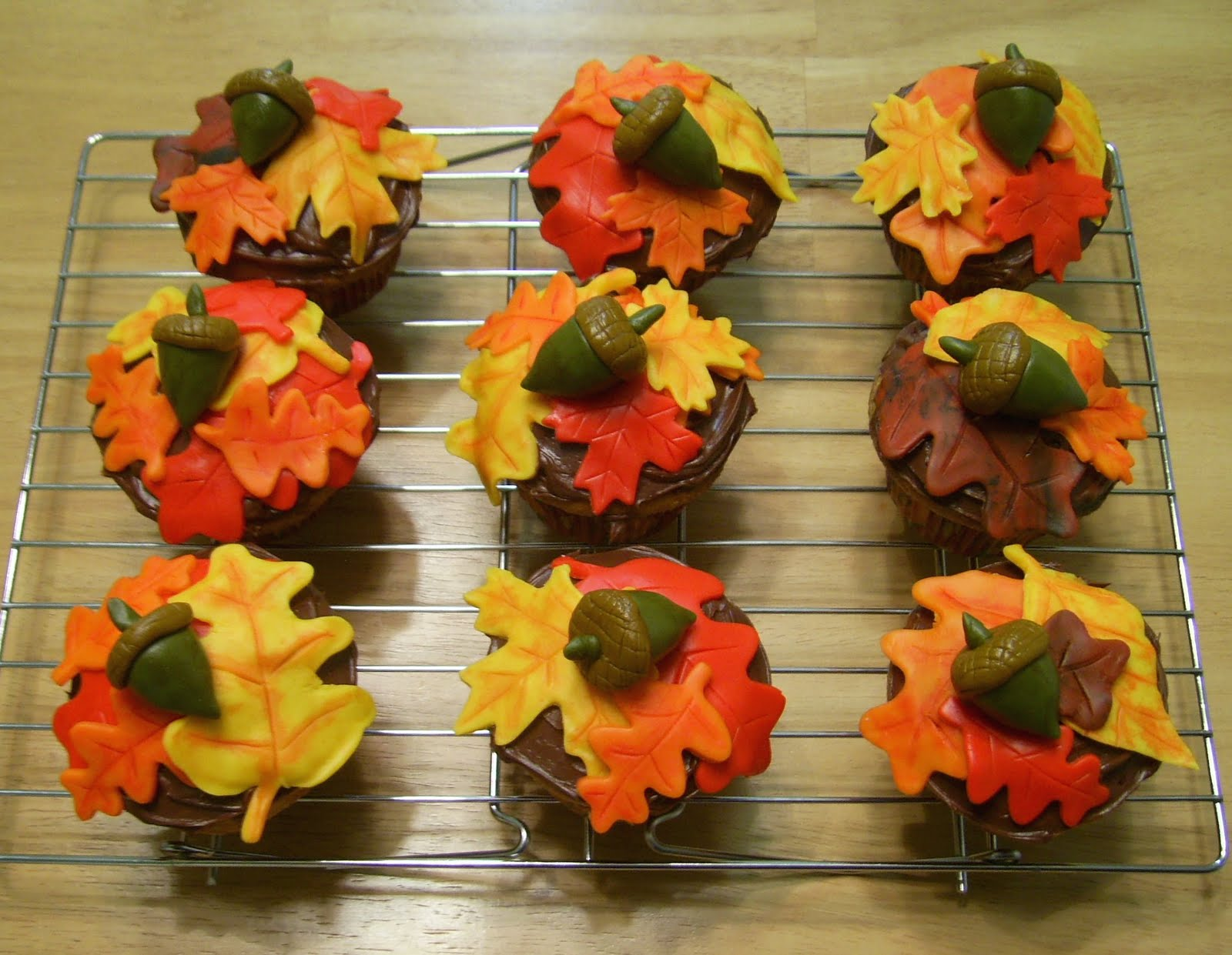 Bellissimo Specialty Cakes Fall Cupcakes 10 09