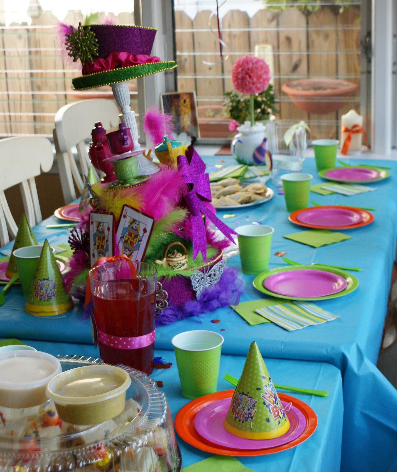 Party Decorations Table Centerpieces: Paper Chick: Alice In Wonderland Birthday Party Centerpiece