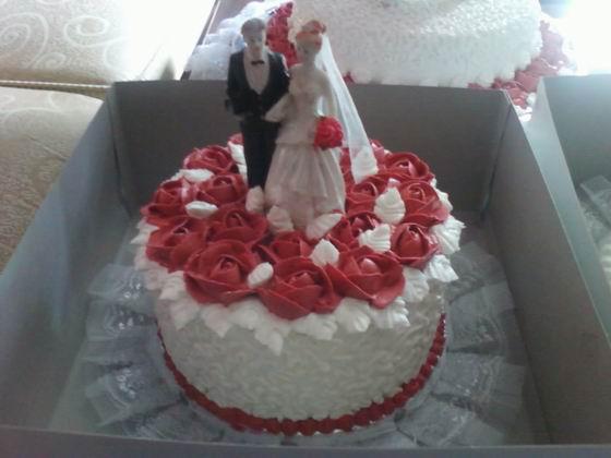 Yasmine Cakes By Nenis White Maroon Wedding Cakes