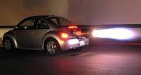 Coche circulando a velocidad excesiva, multas y límites de velocidad