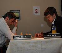Vasily Ivanchuk y Magnus Carlsen en el XIX Torneo Amber de ajedrez rápido y a la ciega