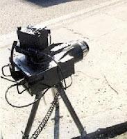 Foto de radar móvil Multanova sobre trípode en multas