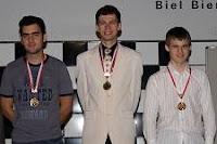 El podium en el XLI Torneo Internacional de Ajedrez de Biel-Bienne, Lennier Domínguez, Evgeny Alekseev y Magnus Carlsen