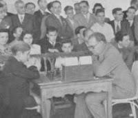 Partida de ajedrez Aleknhine contra Arturo Pomar en Gijón año 1944