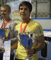 Xavier Vila con trofeo de Campeón de Europa Sub-18 de Ajedrez 2008