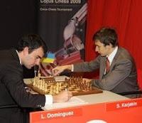 Partida de ajedrez Dominguez contra Karjakin en el Torneo de Ajedrez de Corus 2009