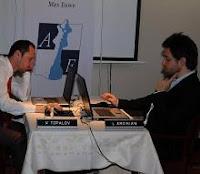 Veselin topalov contra Levon Aronian en el Torneo de Ajedrez de Amber 2009