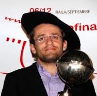 Levon Aronian con la txapela de campeón de la Final de Maestros del Grand Slam de Ajedrez 2009