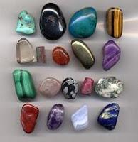 El color de las piedras preciosas y semipreciosas