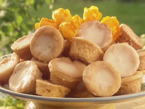 The Life of a Newlywed!: Paula Deen's Lemon Gooey Butter Cake  Lemon Cake Paula Deen