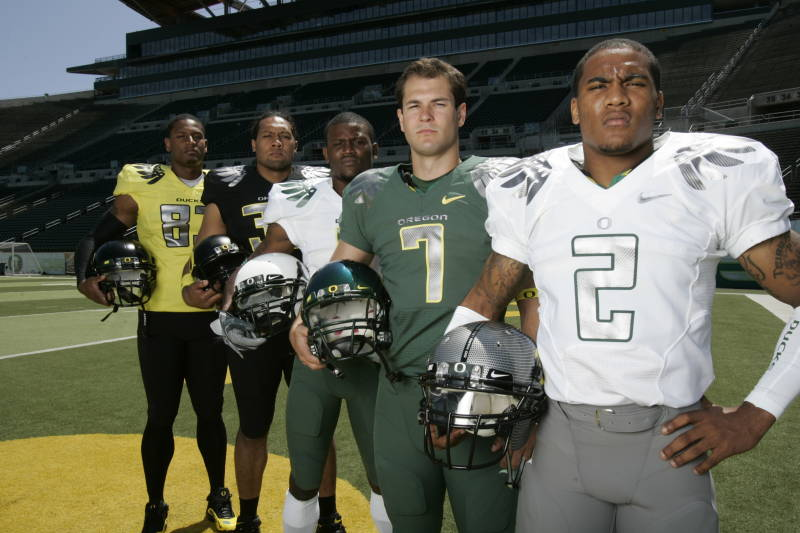 http://3.bp.blogspot.com/_Oz_7JGgEvwE/TQfYiSmTo4I/AAAAAAAAAAY/Yjq8DY59_1g/s1600/New+Oregon+Ducks+Football+Uniforms.jpeg