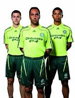O sucesso da camisa verde-limão do Palmeiras também é grandioso. Nas duas  semanas que sucederam sua criação e00dfe7a10d42