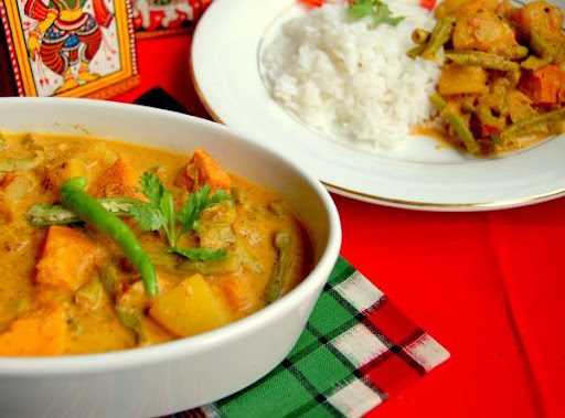 Simple odia vegetable curryblended with yogurt that imparts a creamy texture to the gravy. nothing fancy but the mustard paste brings in all the flavours.