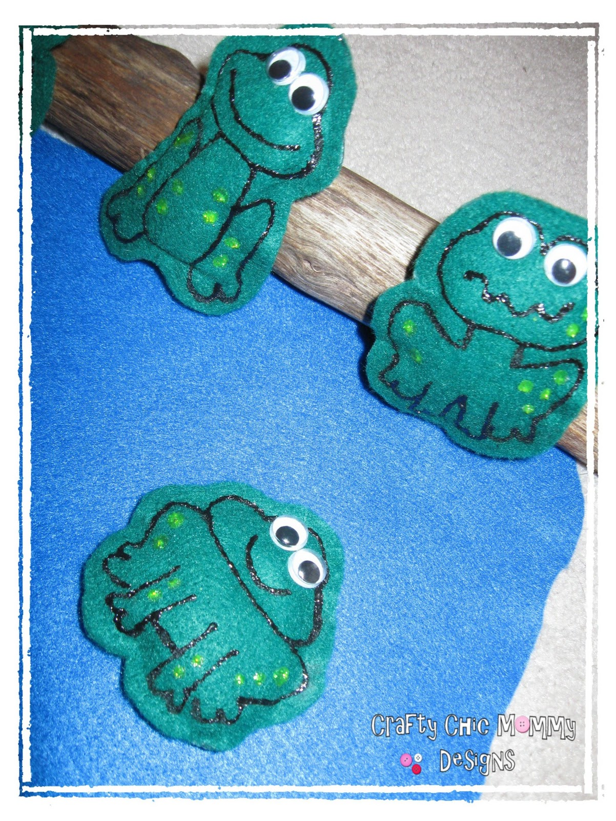 Crafty Chic Mommy Five Green And Speckled Frogs