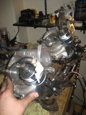 Twin turbochargers waste gates