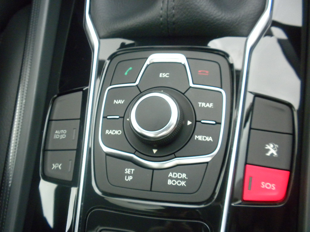 voiture communicante peugeot 508 une voiture communicante. Black Bedroom Furniture Sets. Home Design Ideas