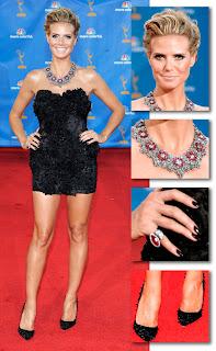 Em um minidress Marchesa Heidi Klum compareceu ao evento Emmy Awards 2010!