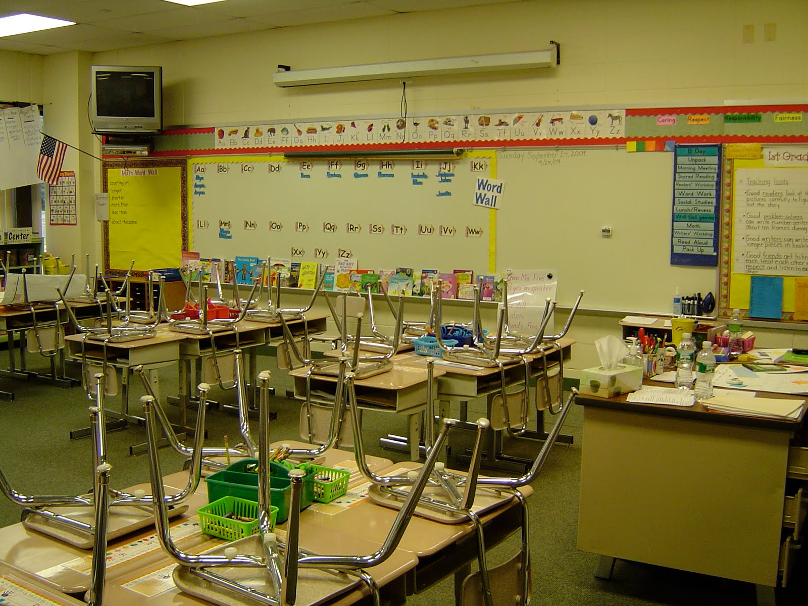 Classroom Organization Ideas Elementary ~ Workshop classroom setting up the