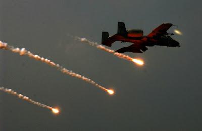https://i2.wp.com/3.bp.blogspot.com/_PXeDY3KOwgA/SDWwOMrL9_I/AAAAAAAAB7U/TnQE5djXZAw/s400/A-10+Flare+Dropping+Flares.jpg