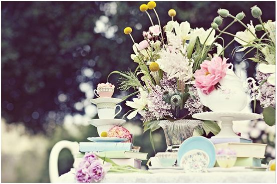 Alice in Wonderland Chic Party Ideas - via BirdsParty.com