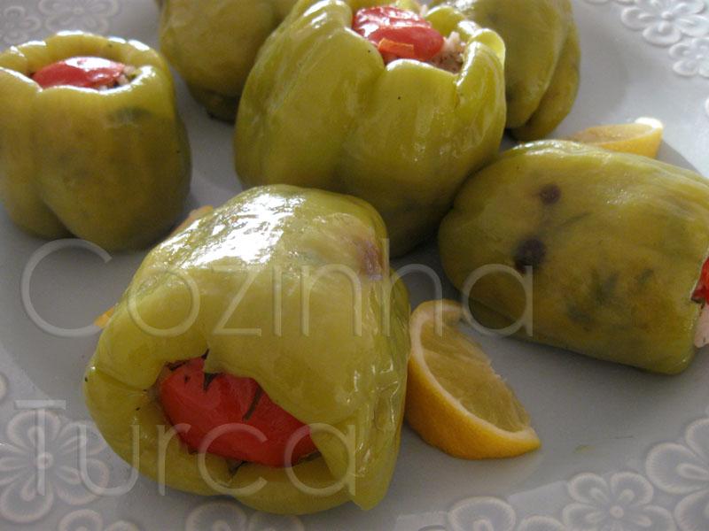 Pimentos Recheados com Arroz e Groselhas Secas (Zeytinyağlı Biber Dolması)